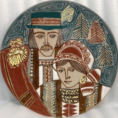 Декоративная тарелка «Семья гуцулов» ЛКСФ 1960 е - Флинта Зиновий Петрович