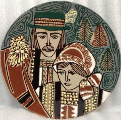 Декоративная тарелка «Семья гуцулов» ЛКСФ 1970 е - Флинта Зиновий Петрович