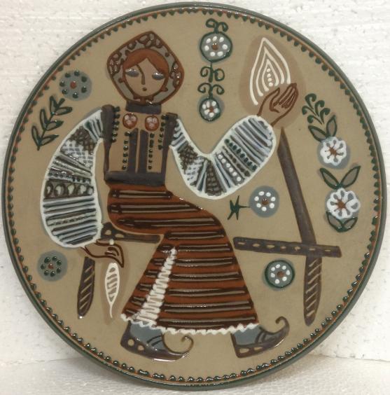 ЛКСФ Декоративная тарелка «У прялки» 1960 е - ЛКСФ Декоративная тарелка «У прялки»