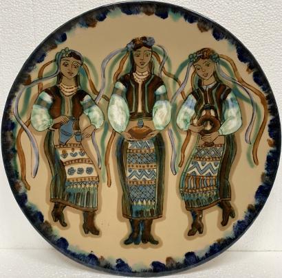 Декоративная тарелка «С хлебом-солью» ЛКСФ, авторская 1970 е гг. - Декоративная тарелка «С хлебом-солью» ЛКСФ, авторская